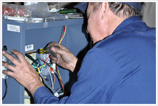 Long Energy service technician